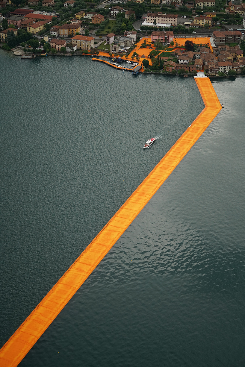 christo-and-jeanne-claude-floating-piers-lake-iseo-italy-designboom-05